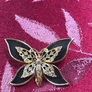 Enameled butterfly pin🌺